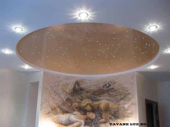 Tavan iluminat su Fibra Optica si deccorat cu Spot-uri