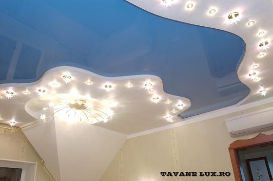 Tavan decorat cu spoturi