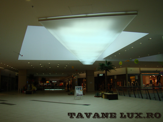 Tavan hypermarket iluminat