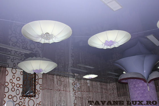 Tavan executat pentru restaurant partial iluminat